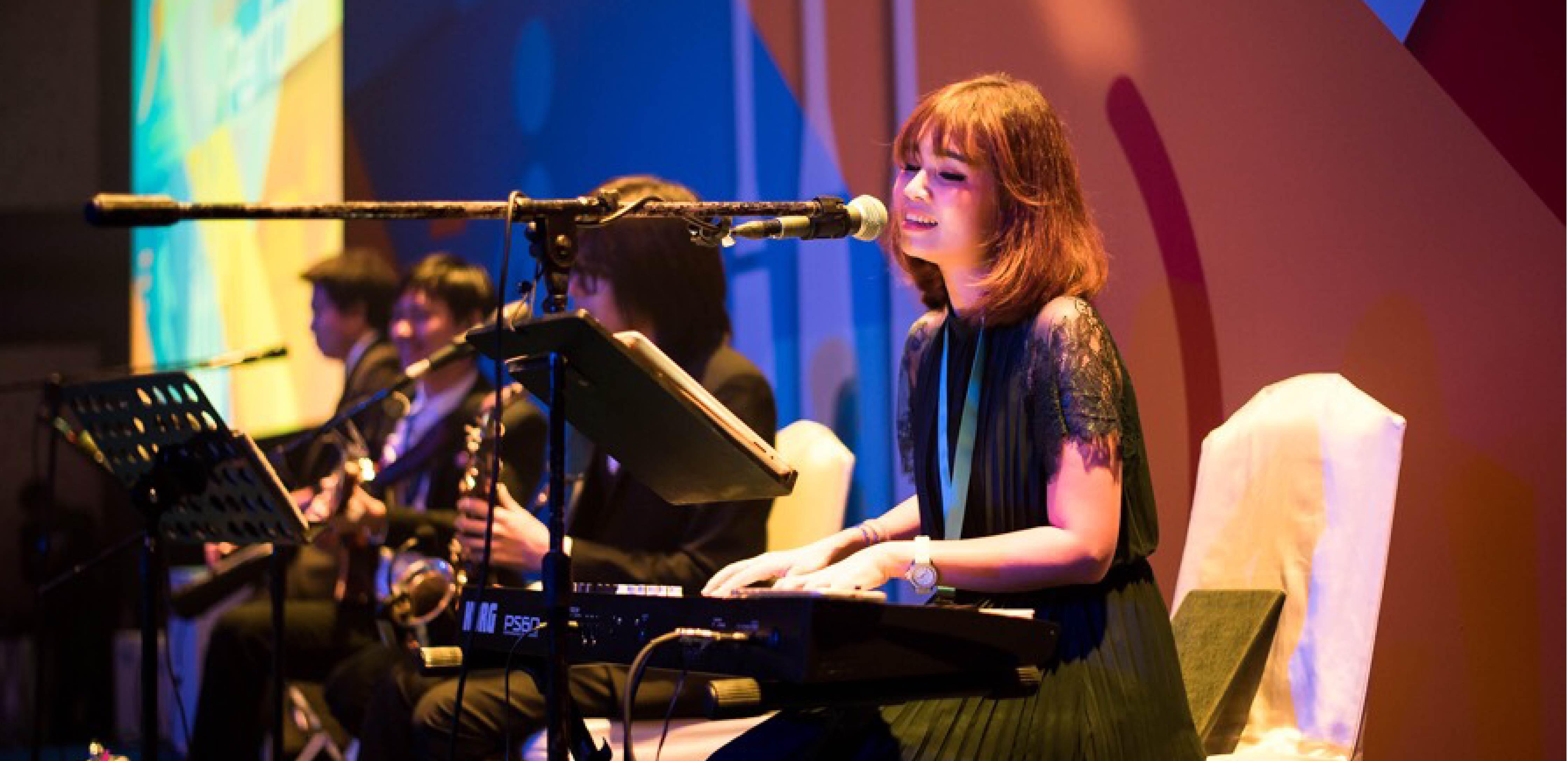 Quatzilla Band วงดนตรีงานปาร์ตี้ บริษัท เเมกซิไมซ์ เเมเนจเมนท์ จำกัด