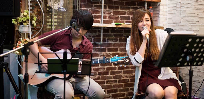 Lucky Tree วงดนตรีงานเลี้ยง รูปแบบ Acoustic Duo