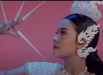 วรรณคดีสีชมพู - เปาวลี Feat. MAIYARAP【MUSIC VIDEO】