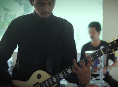 ฉันไม่ใช่เขา-ประจำทาง [OFFICIAL MV 2 ] Original