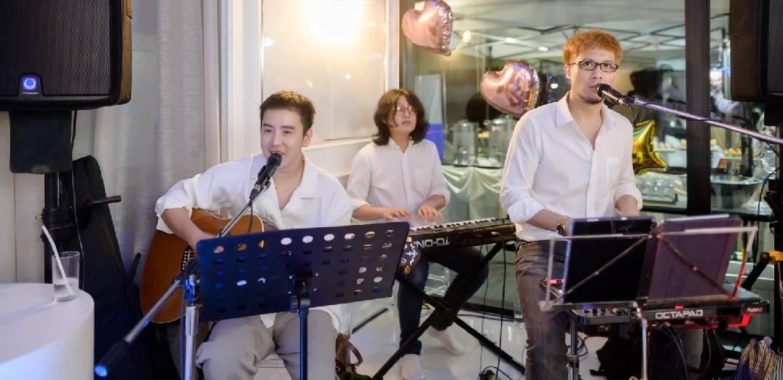 ปอ Trio Band มอบความสุขให้ลูกค้าในปาร์ตี้วันเกิดส่วนตัวที่ Gift Ratree